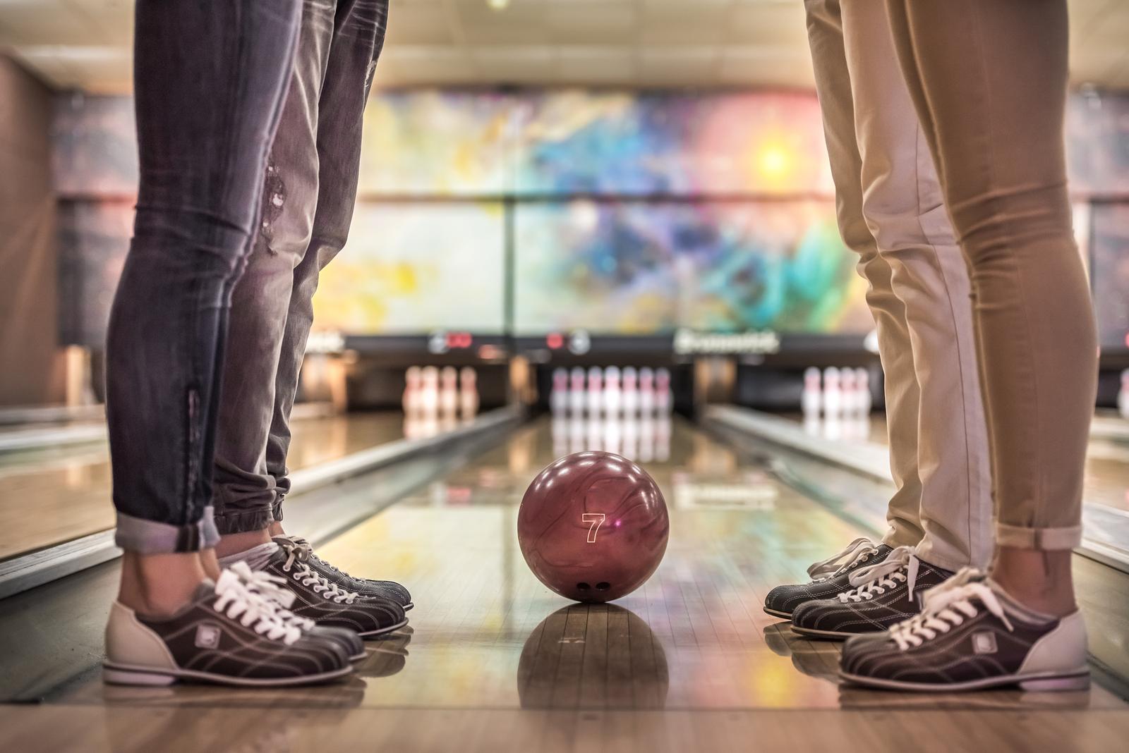 Bowlings looking at ball